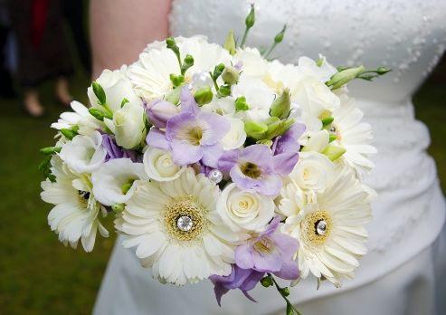 Gerberas again!  Even in white they are fab for the perfect Wedding Bouquet!  I love Wedding Flowers!