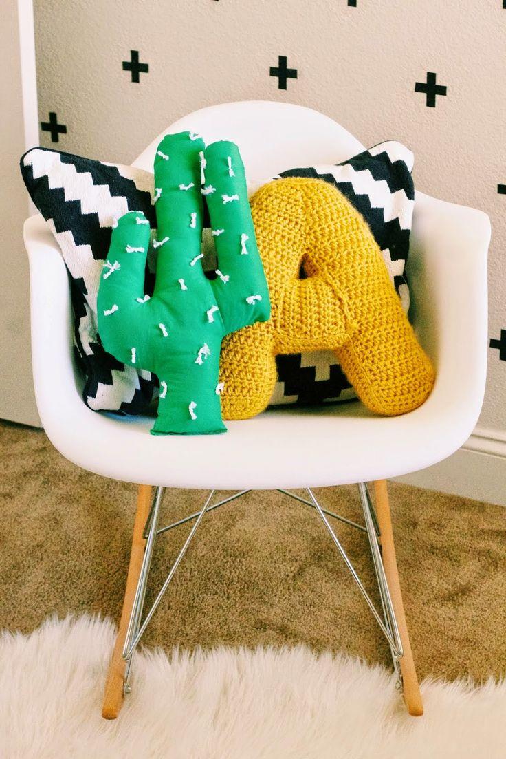6. Podés mezclar materiales, técnicas y formas. Hacer un cactus, una letra y un almohadón rectangular, por ejemplo.