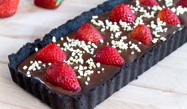 Σοκολατένια τάρτα με φράουλες χωρίς ψήσιμο (Video)