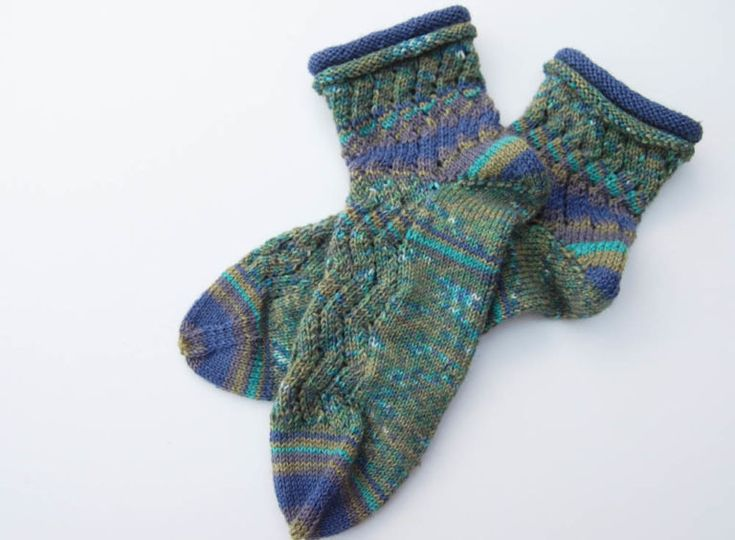 Anleitung: Regia Pairfect – Socken stricken mit Rollrand und Zickzackmuster | sockshype