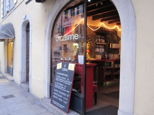 O Calme: cozy cafe in Carouge, a lovely neighborhood a bit outside Geneva, where you can find a a lot of interesting little craft shops.