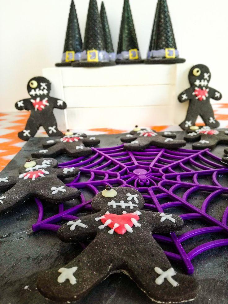 Καπελα μαγισσας με μους σοκολατα και μπισκοτα voodoo dolls...  Halloween treats!