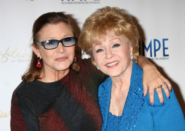 """( 2016 ) IN MEMORY OF ★ † DEBBIE REYNOLDS ) ★ † Mary Frances Reynolds - Friday, April 01, 1932 - 5' 2"""" - El Paso, Texas, USA. Died: Wednesday, December 28, 2016 (aged of 84) - Los Angeles, California, USA. Cause of death; (?) Mother of ★ † Carrie Frances Fisher - Sunday, October 21, 1956 - 5' 1"""" - Beverly Hills, Los Angeles, California, USA. Died: Tuesday, December 27, 2016 (aged of 60) at 8:55 am Pacific Standard Time, Los Angeles, California, USA. (Complications from cardiac arrest)."""