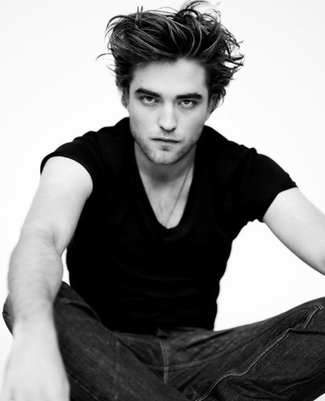 Robert Pattinson: Robert Pattinson Looking Like The Hot Vampire He Is