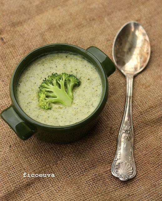 fico secco uva passa: Crema di broccoli e formaggio - Broccoli cheese soup