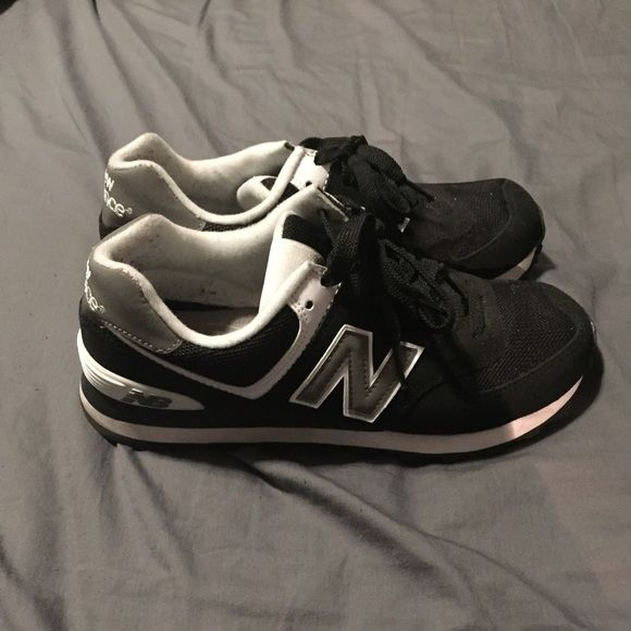 New Balance black size 8 1/2. Worn 3 times. Black New Balance. New Balance Shoes Sneakers