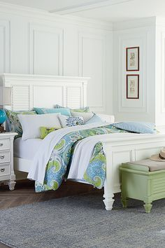 Cottage style is a breath of fresh air, creating a laid-back feel in your bedroom. The country-urban Breeze White Queen Panel Bed is crisp, classic and clean.