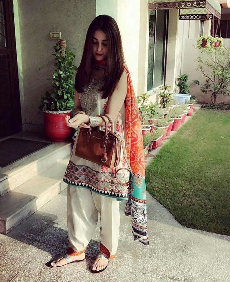 Maya Ali Desi Look  Wearing #MariaBOfficial #MoreComfy #DesiLook #Blessed #Beautiful #Lovely #PrettyGirl #MayaAli #PakistaniFashion #PakistaniActresses ✨