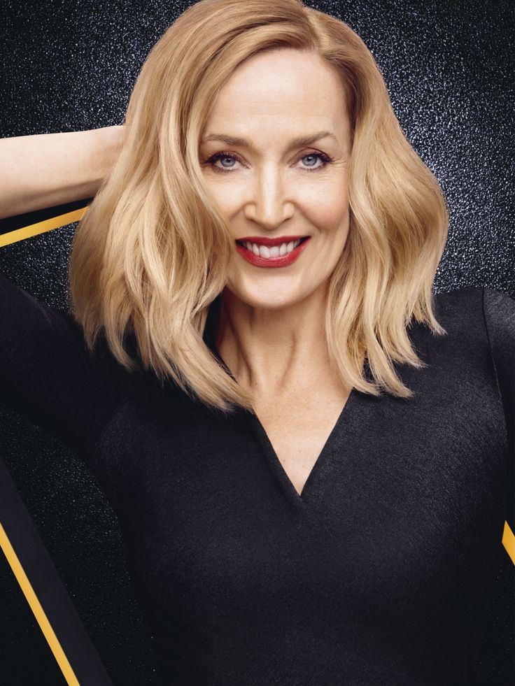 Jerry Hall wear the 2014 Fall/Winter trend: the #GoldenLob. Cut: THE LOB. Color: GOLDEN BLONDE
