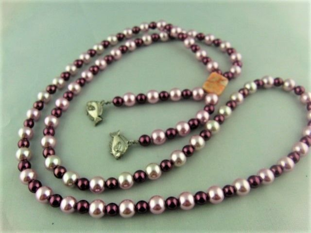Pink and Burgundy Pearl Jewellery Set Comprising a Long Necklace and Earrings £17.50