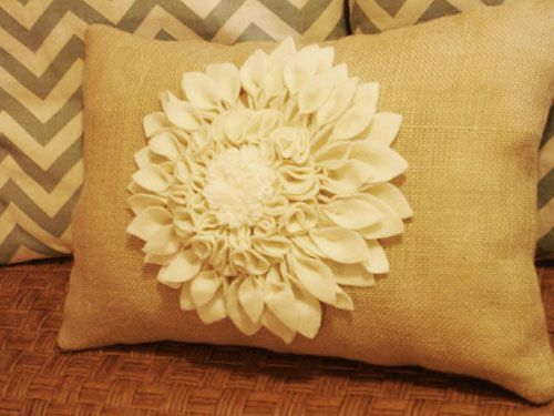 DIY Decorating Ideas: This lovely pillow looks like the high-end embellished burlap pillows you find in expensive designer shops, but it was made for a fraction of the price. Felt Flower Petal Pillow Tutorial