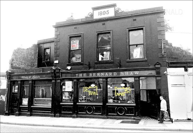 Life drawing class above the Bernard Shaw pub, Dublin, Ireland