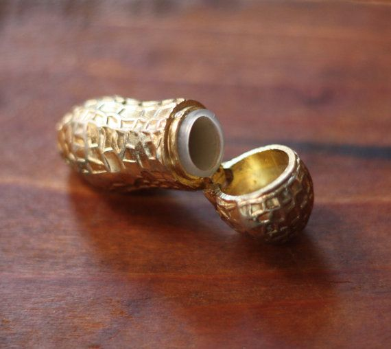 Rare Brass Peanut Shaped Pill Box Locket Canister op Etsy, 44,92 €