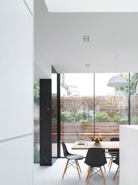 Max-House-by-Paul-Archer-Design-_dezeen_468_2