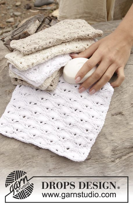 "Warm And Soothing - Gehäkelte DROPS Waschlappen in ""Cotton Light"" mit Muschelmuster. - Gratis oppskrift by DROPS Design"