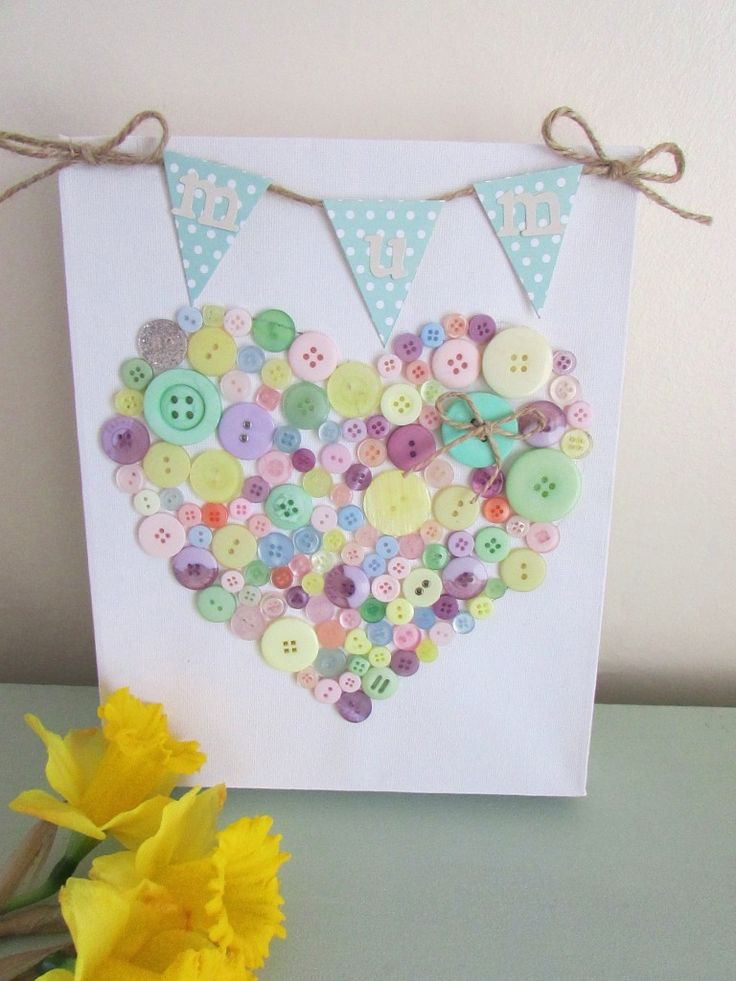 How to make a Bunting and Button Canvas. Perfect for Mother's Day #buttoncanvas #buttons #craftideas #mothersdaycraft