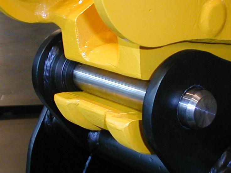 O engate rápido para retroescavadora permite efectuar a mudança de acessórios num curto espaço de tempo. Este engate para retro está também disponível com sistema hidráulico.