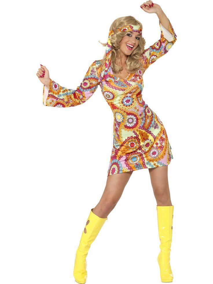 60-luvun hippimekko. Psykedeelisesti kuvioitu naamiaisasu vie ajatukset kauniille 60-luvulle. 60-luvun hippimekko on naamiaisasu, jossa voi parantaa maailmaa niin teemajuhlissa kuin synttäreillä, festareilla ja kaikissa muissakin värikästä menoa huokuvissa tapahtumissa! Minimekon lisäksi naamiaisasuun kuuluu päähuivi, jonka voi joko kietoa hiuksiin tai hippimäisesti otsalle.