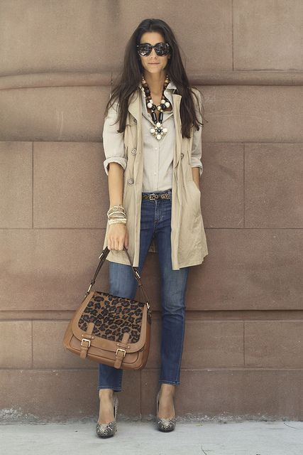 Statement necklace - Check. Chic trench coat - Check. Stylish bag -Check.