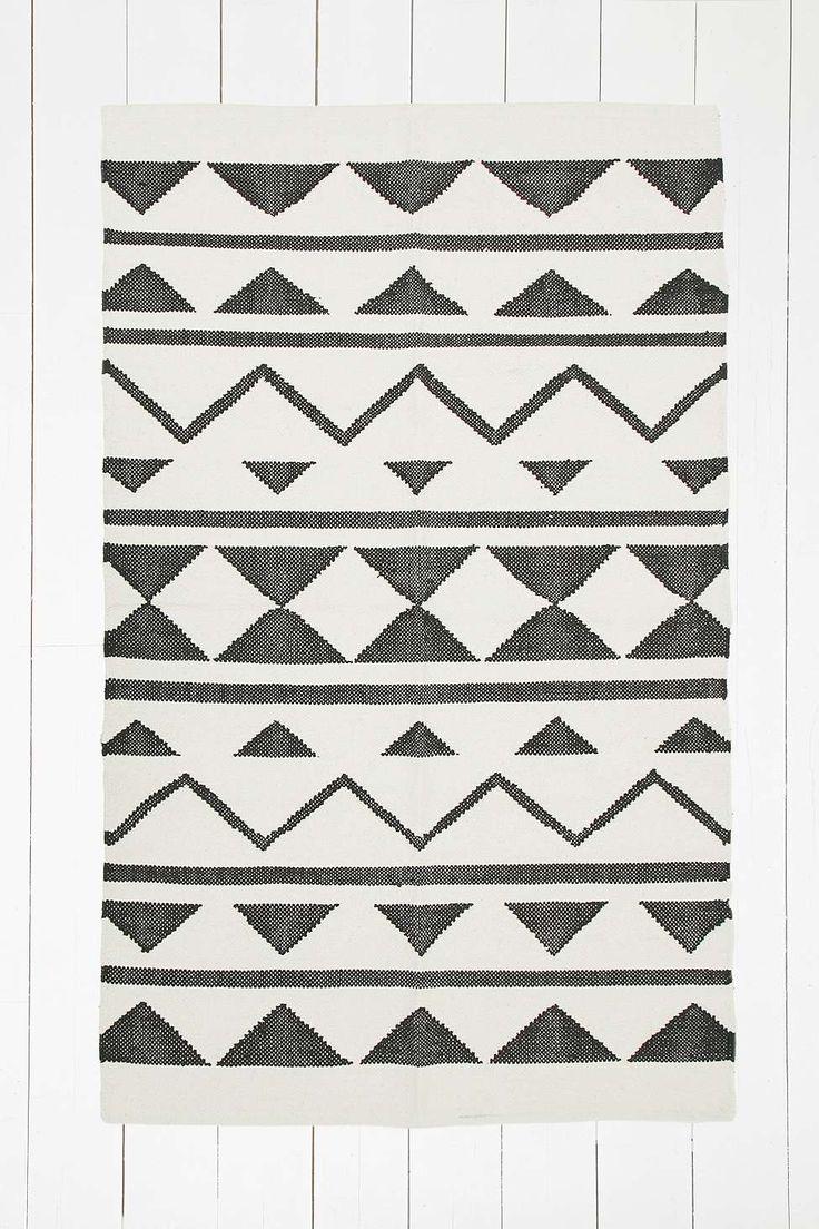 Gewebter Teppich mit Grafikdesign, 3 x 5 Fuß - Urban Outfitters