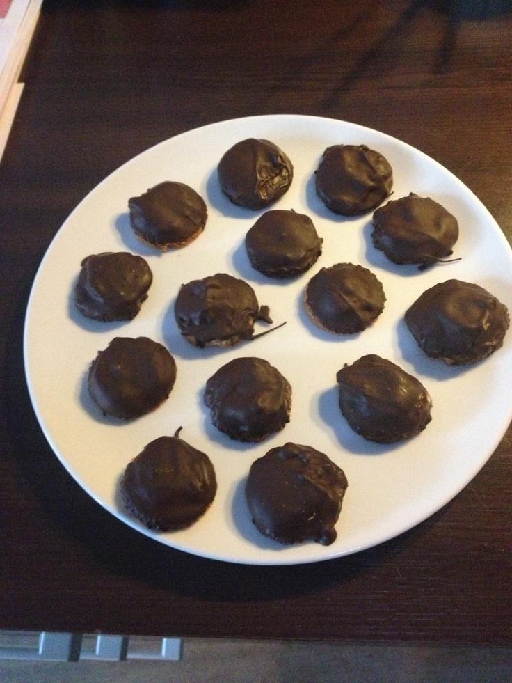 Pindakaas/chocoladekoekjes, redelijk gezond, van Chocolate Covered Katie. Yammie!