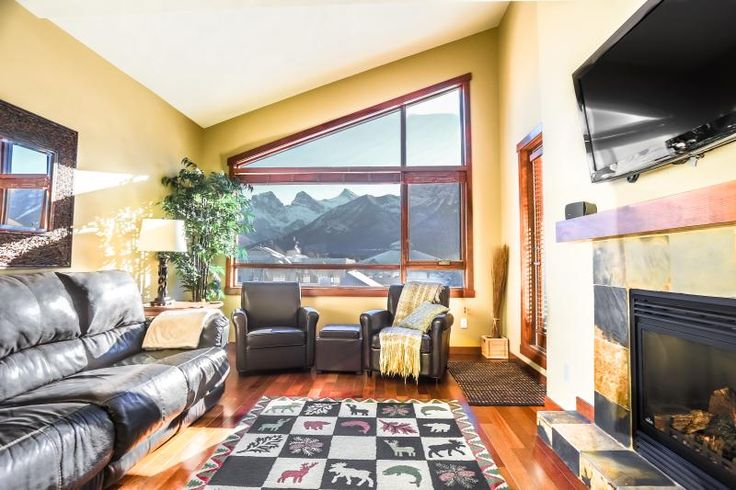 Fantastic Downtown Top Floor Mountain Condo! in Canmore