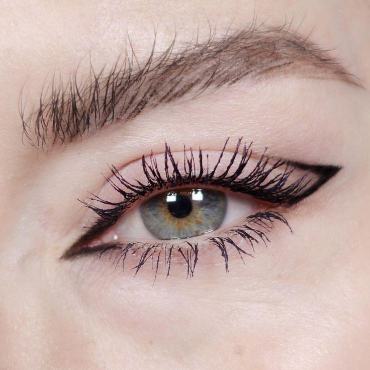 Katie Jane Hughes eye makeup ideas |  (@katiejanehughes) Simple graphic liner cat eye | mac cosmetics