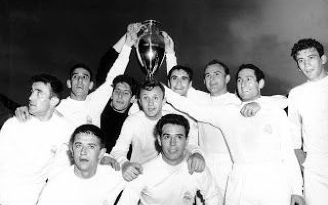 Coppa Campioni Finale: Real Madrid-Eintracht Francoforte 7-3 Cronaca e pagelle della finale della Coppa Campioni 1960, in cui il Real Madrid schianta 7-3 l'Eintracht Francoforte. Dopo l'iniziale vantaggio dei tedeschi, il Real domina l'incontro sfruttando la st #distefano #puskas #realmadrid #1960