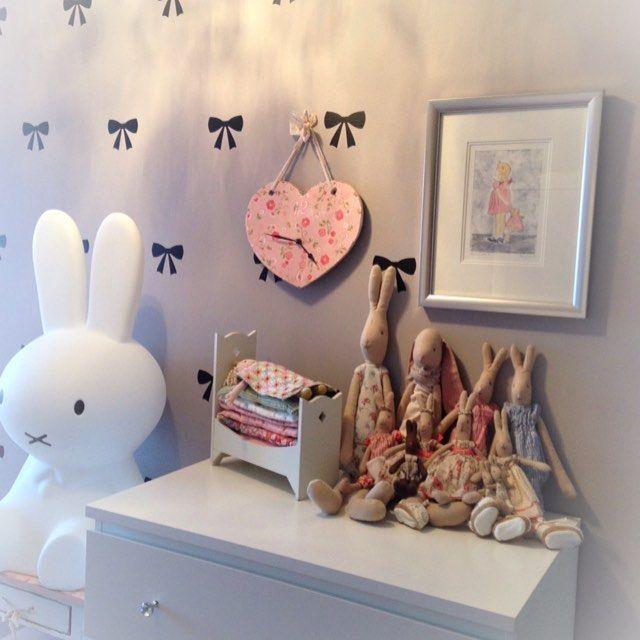Litt av Amilia sitt rom! Gleder meg til å lage gutterom etterhvert jeg  #mittbarnerom #barnerom #maileg #miffy #urbanwalls