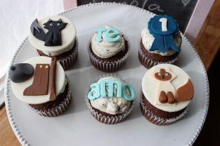 Hermosos #cupcakes personalizados para una amante de la equitación y los animales, entre ellos sus dos #gatos un siamés y un persa. #gatos #bogota