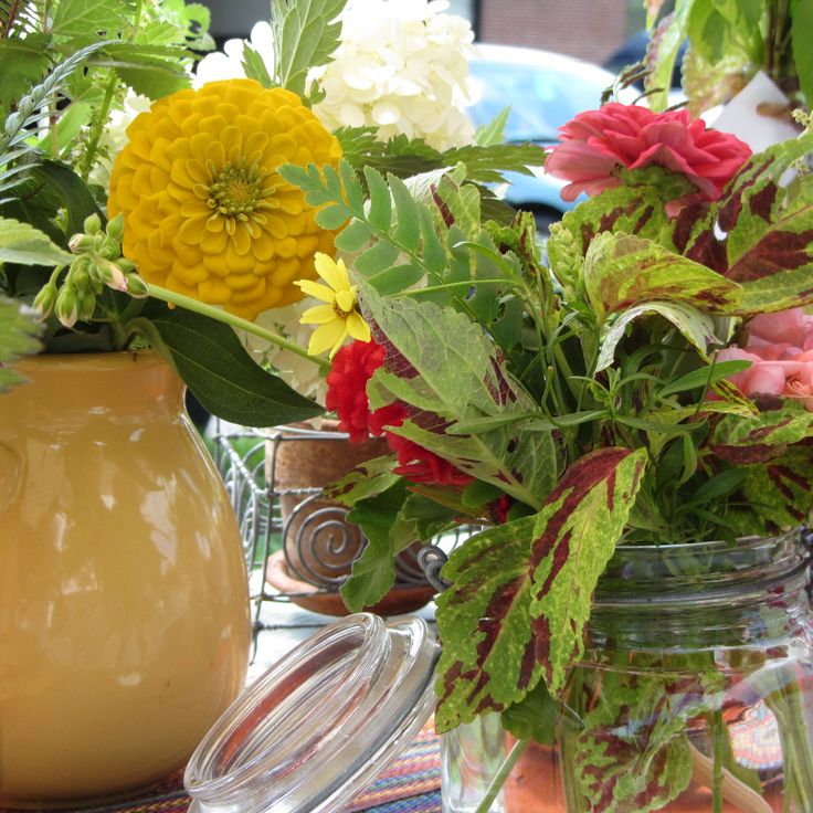 Rachel with Gracious Spaces, Floral Designer. Local grown from Maryland farms.