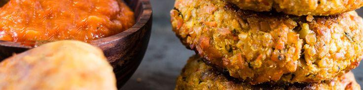 Morotsbiffar med tomat & salviasås är mitt middagstips. Morötter finns hos de flesta alltid hemma, det är en riktigt bra ingrediens att göra vegobiffar på!