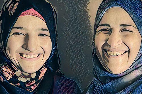 Η Saba και η μητέρα της μιλούν ανοιχτά κατά του παιδικού γάμου. Φωτογραφία βασισμένη σε φωτογραφία του UNFPA Jordan / Sima Diab.
