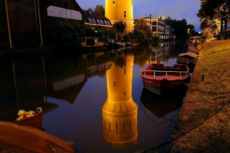 Donker Utrecht: watertoren aan de Vaartsche Rijn/Jutfaseweg, augustus 2013.