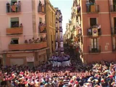 Entrevista con alcalde de Tarragona mientras los mejores grupos de castellers actuaban ante la multitud.