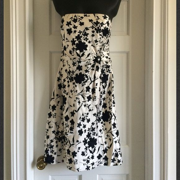 Just In Kay Unger Silk Dress Size 10 Beautiful dress from designer Kay Unger in floral print silk fabric.  Size 10.  Strapless.  Lined on top.  Detail at waist. Kay Unger Dresses Strapless