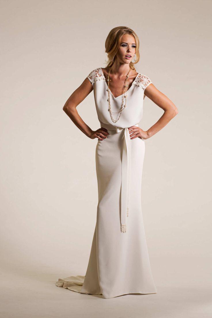 Perfectly chic Bohemian wedding dress by Amy Kuschel! www.visionseventstudio.com  #VisionsEventStudio#ChicagoProposalPlanner#ChicagoWeddingPlanner