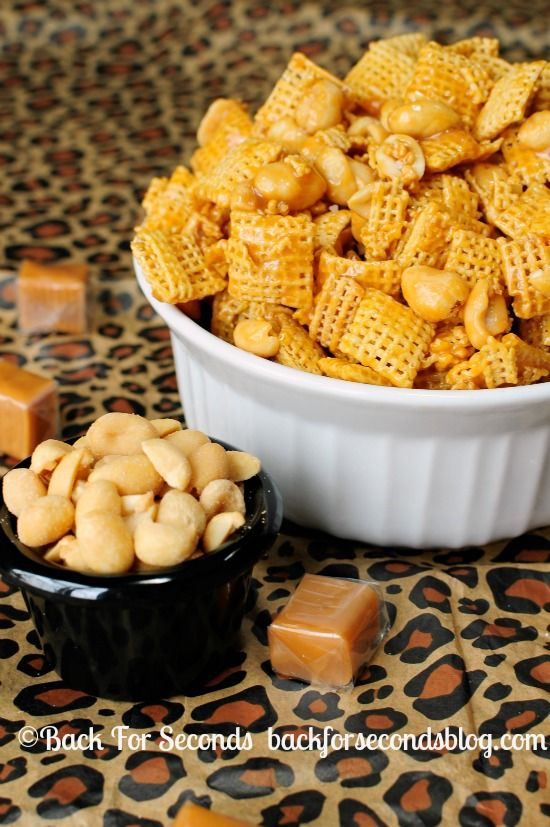 Payday Chex Mix - 5 MINUTES and 4 INGREDIENTS http://backforsecondsblog.com  #recipe #saltyandsweet #chexmix
