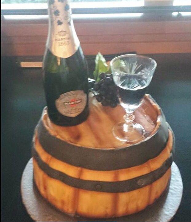 Wine barrel cake #winebarrel #winecake #winelovers #surreybcwine #surreywine #surreycakes #vancouverwine #vancouvercakes #bccakes #wineparty #vancouvercustomcakes
