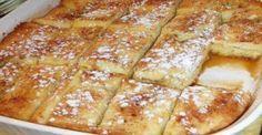 Υπέροχο πρωϊνό με ψωμί του τόστ στο φούρνο