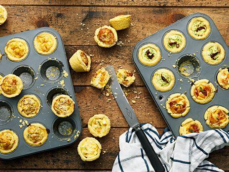 Minipajer med ricottaost, spenat och soltorkade tomater som passar alla smaklökar. Recept från boken Systrarna Eisenmans mingelmat.