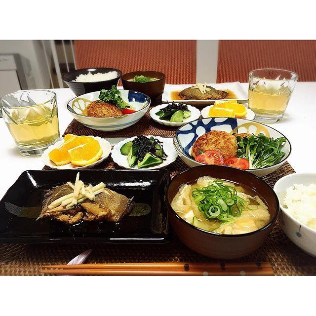 s318123r⑅⃛ 今日のごはん #カレイの煮付け #つくねの照り焼き #やみつききゅうり #豆腐と薄揚げのお味噌汁 #オレンジ もう今月の食費の予算がありません なので明日から買い物は行きません宣言笑 #夜ごはん #晩ごはん #夕食 #夕飯 #和食 #手料理 #dinner #幸せの食卓部 #おうちごはん #cooking #ママ #ママライフ #ママごはん