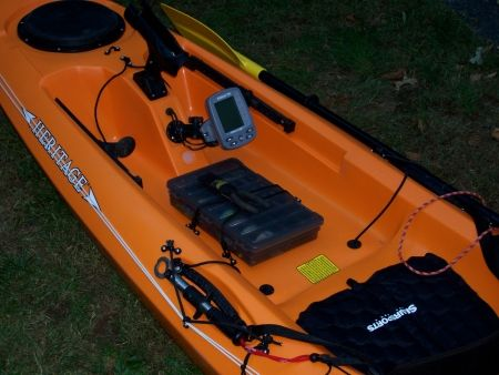 Clean cockpit rigging for fishing kayak