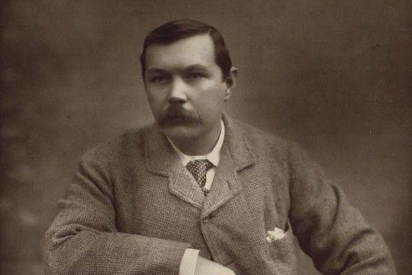 7 datos curiosos que no sabías sobre Sir Arthur Conan Doyle