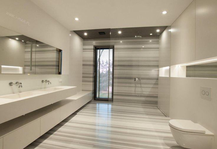 Piękna łazienka w odcieniach szarości wykonana z marmuru Stratio Olimpo. @imarpolska. Beautiful bathroom in shades of gray made of marble Stratio Olimpo.
