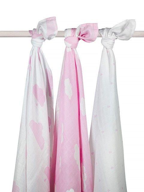Hydrofiele doeken 115x115 cm Wolk roze (3pack) Hydrofiele doeken met wolken. Onmisbaar in iedere babyuitzet. Set van 3 stuks. 100% katoen. Deze hydrofiele doeken clouds pink zijn leuk om te gebruiken in de meisjes babykamer. In dit pak met 3 hydrofiele doeken in roze, vind je 2 witte doeken met roze wolken en 1 roze doek met witte wolken. Te wassen op 60 graden.  Kleur: roze Afmeting: 115x115 cm Merk: Jollein