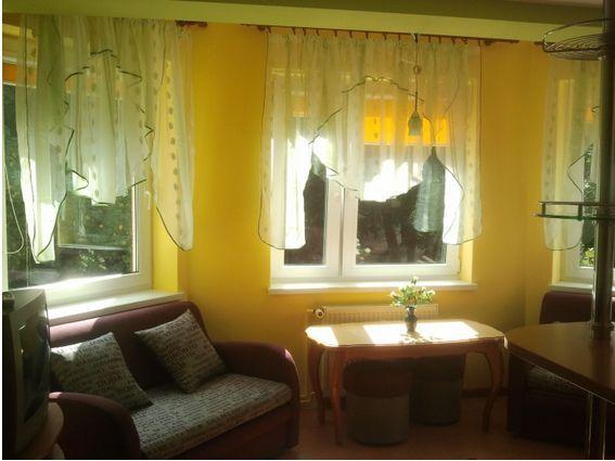 Przestronny apartament nad morzem w Międzyzdrojach to idealne warunki dla osób, które chcą w pełni wykorzystać czas spędzony nad Morzem Bałtyckim. Do dyspozycji lokatorów oddajemy przestronny, jednopokojowy apartament z w pełni wyposażonym aneksem kuchennym. W apartamencie dostępny jest internet bezprzewodowy. Więcej o mieszkaniu i warunkach przeczytasz na stronie: http://miedzyzdroje.baltichome.pl/pl/apartament/pod-wiezyczkami/210_2820b