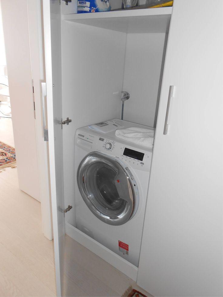 Nella zona antistante il bagno ed all'interno di un armadio è inserita la lavatrice/lavasciuga