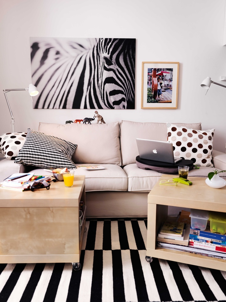 IKEA Österreich, Inspiration, Wohnzimmer, Punkte, Streifen, Sofa KIVIK,  Beistelltisch LACK