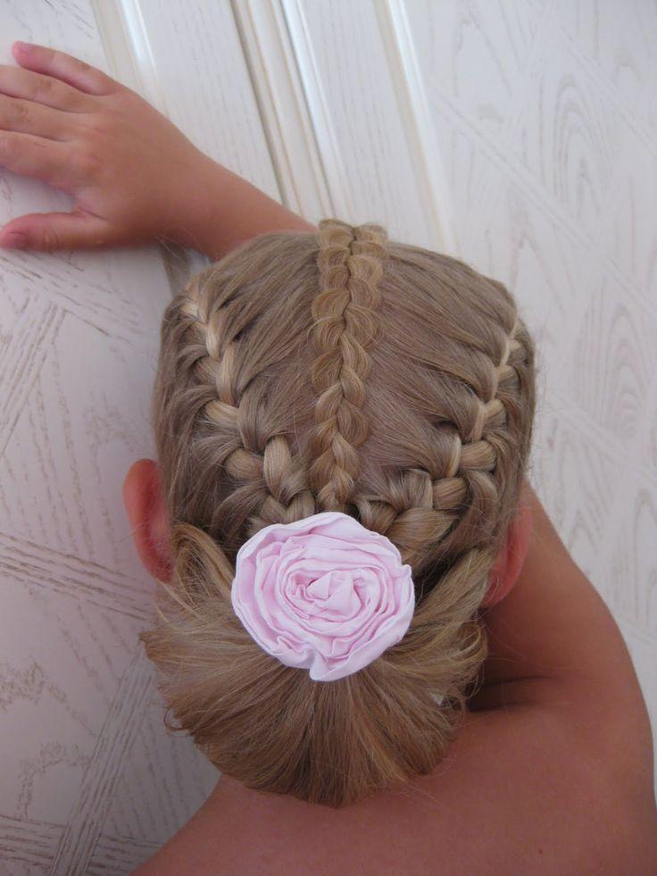 Собираясь на 1-е сентября, год назад, я придумала прическу для доченьки и пригласила мастера для её воплощения. Увидев работу парикмахера,...